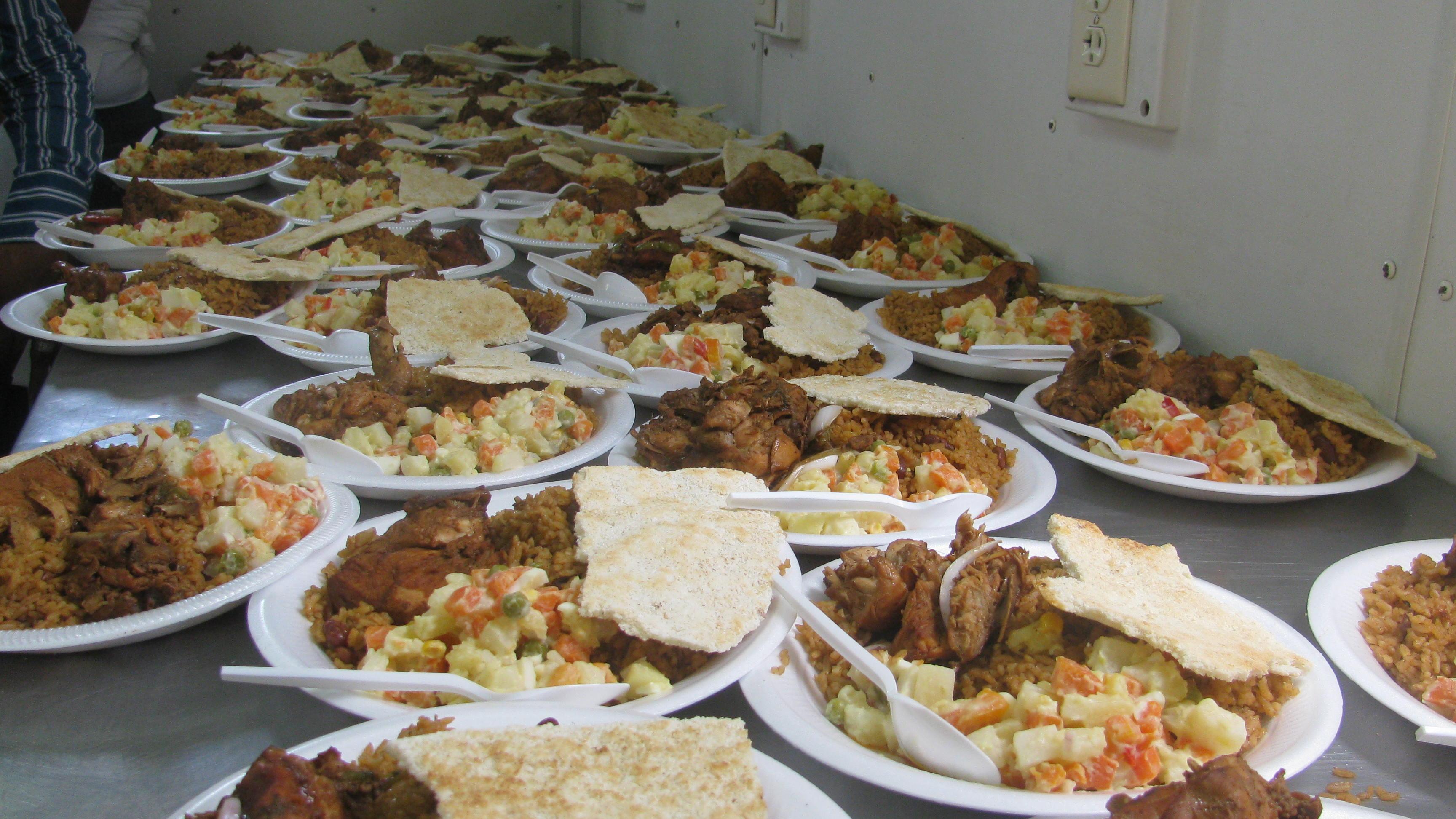 Comedores suministra alimentos a familias afectadas por for Comedores economicos
